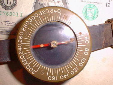 compasspara1 - Boussole de poignet