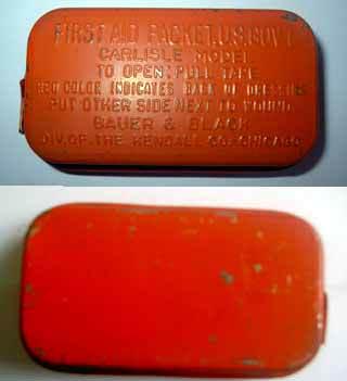 carlrouge - Un pansement de 1er type peint en rouge pour montrer la présence du sachet de sulfanilamide