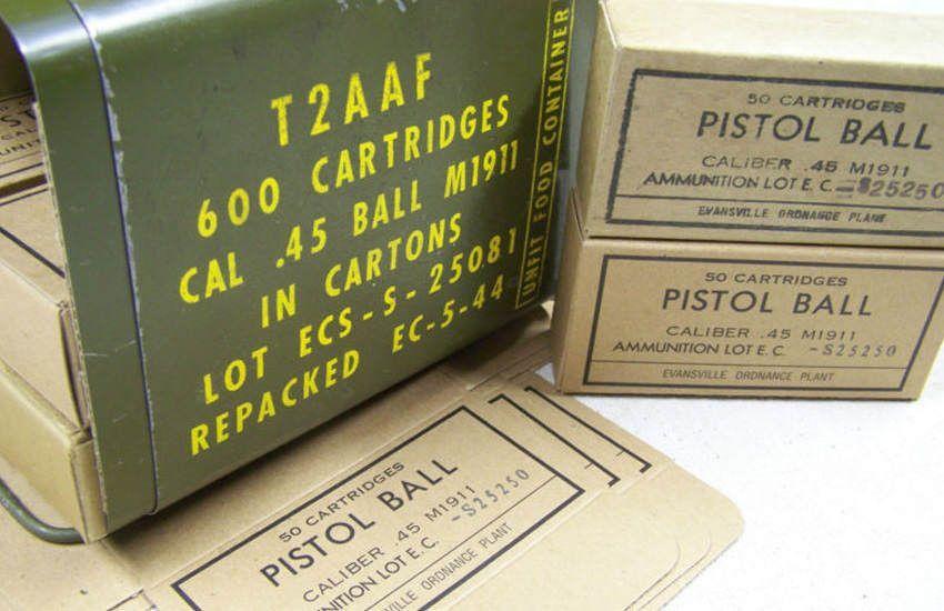 Une boite de cartouches de calibre 45 ACP