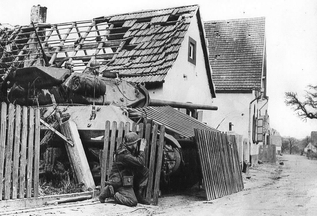 M10 Hiding In A Yard - Un M10 bien caché