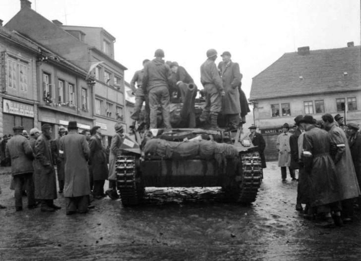 38330 728x527 - Un M18 Hellcat en République Tchèque en avril 1945