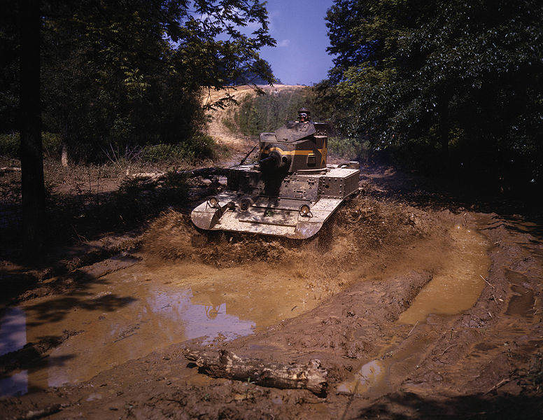 776px Light tank going through water obstacle, Ft Knox, Ky - Un M2 traverse un obstacle à Fort Knox en juin 1942