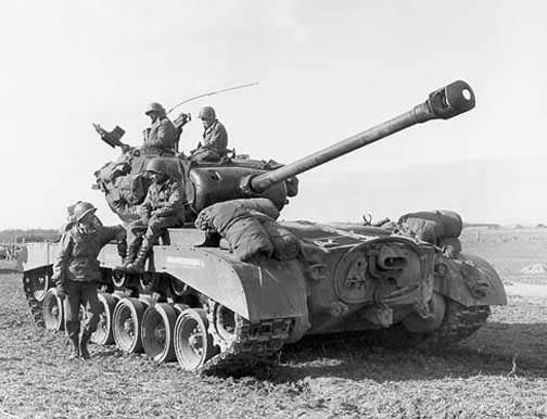 id m26 ww2 700 - Un M26 près de Vettweiss (Allemagne), en mars 1945