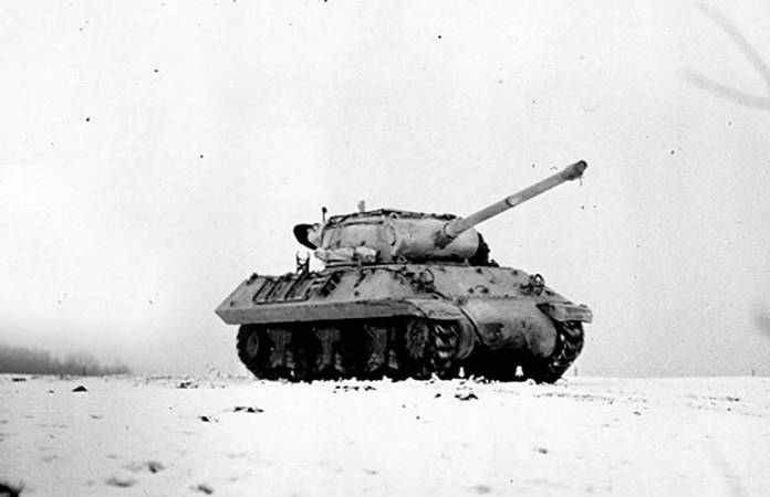 Un char M10 Destroyer du Régiment Blindé de Fusiliers Marins aux alentours de Halloville le 13 novembre 1944
