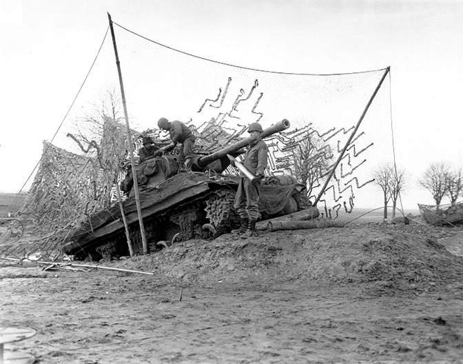 http  us militaria.com images stories vehicules battle bulge28 - Un char M36 Jackson de la Batterie C, 702nd Tank destroyer Battalion, 82nd USID près de la rivière Roer, Belgique, le 16 Dec. 1944.