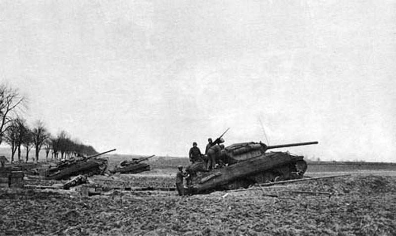 m36 jackson slugger 2 - Un groupe de M36 Jackson se rassemble près de la rivière Roer, en Belgique.