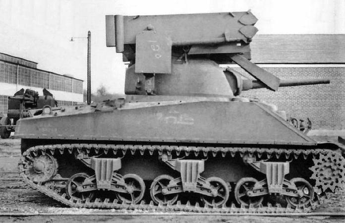 Un char Sherman T40 Whizbang monté sur châssis M4A2