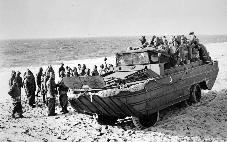 1943 dukw 353 amphibious vehicle gmw - Un DUKW 353 de GMC