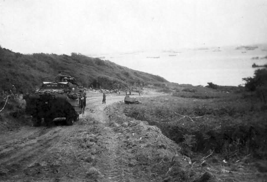 DUKW Amphibious Moving Off Omaha Beach D Day 1944 - Un DUKW sort de Omaha Beach, le soir du jour J le 6 juin 1944