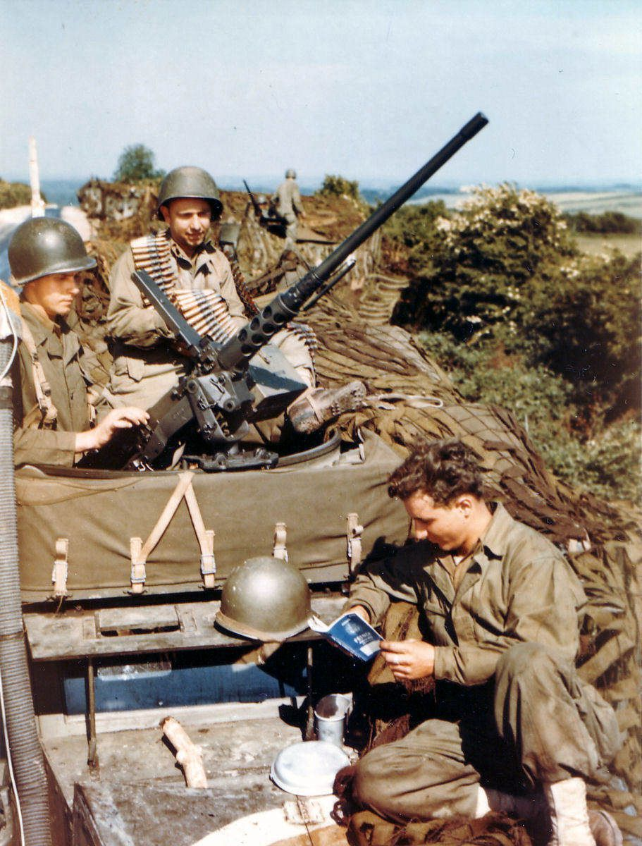 na m3 01 - Détente dans un M3 Scout Car