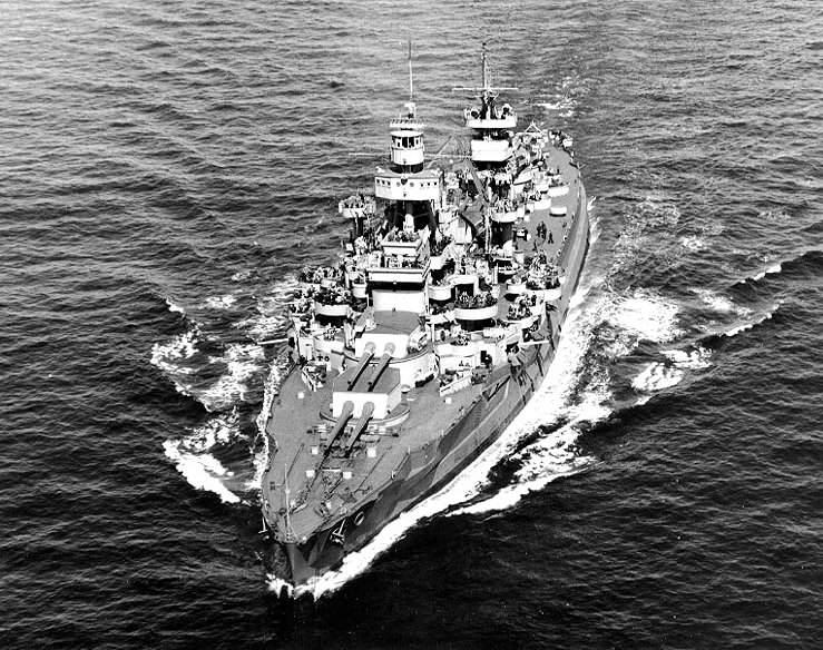 USS Arkansas BB 33 - Le USS Arkansas en route, le 11 avril 1944