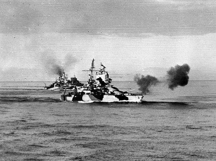 USS Mississippi 1944 - Le USS Mississipi bombarde Luzon, le 8 janvier 1945