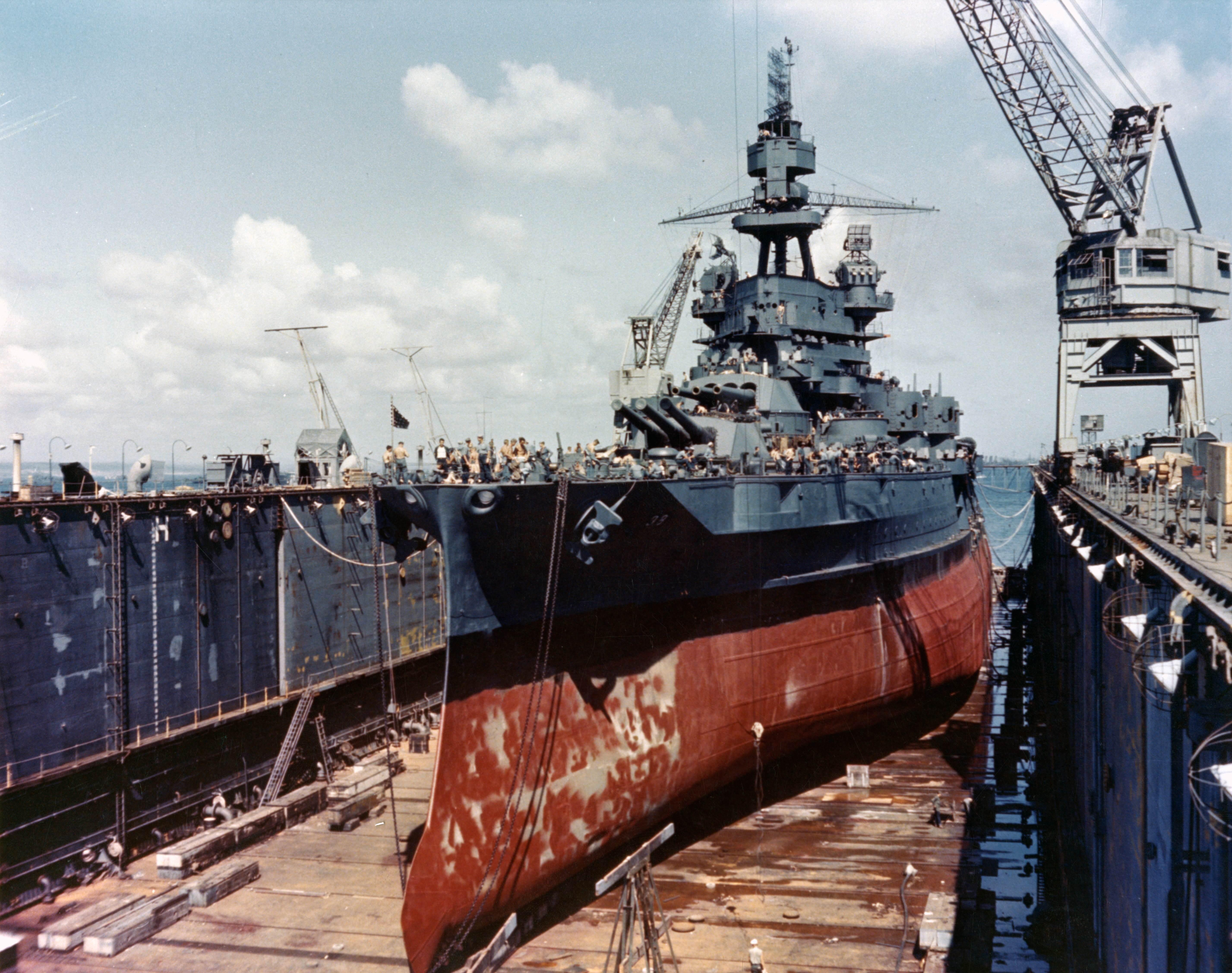 Bb 38 - Le USS Pennsylvania en cale sèche dans le pacifique, vers 1944