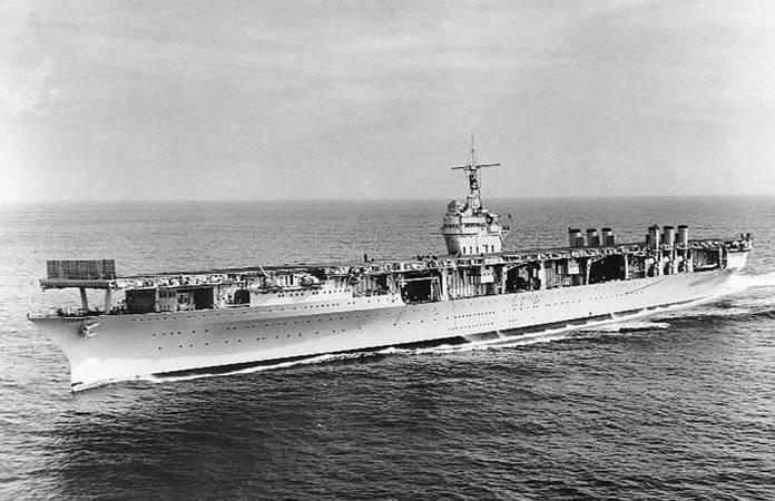 Le USS Ranger (CV-4) navigue, dans les années 30'