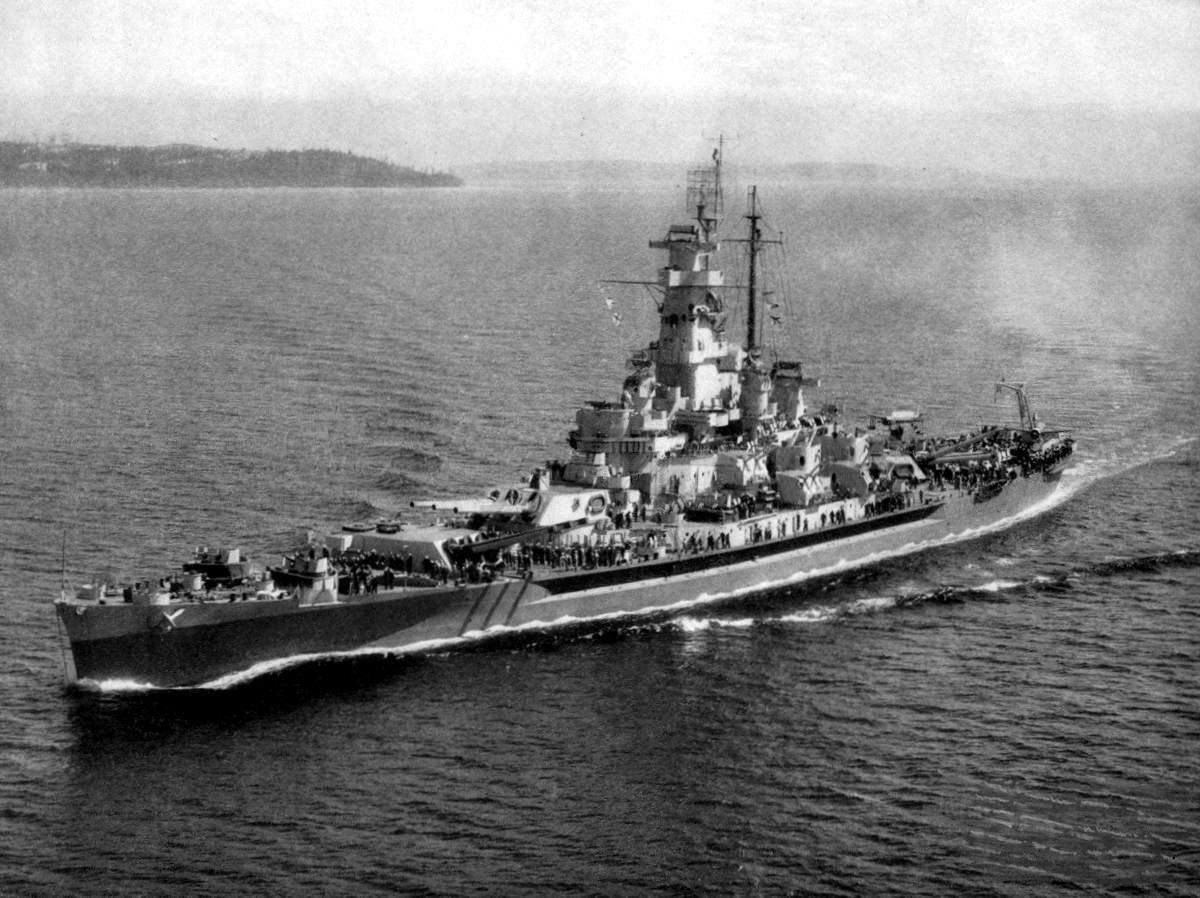 USS Massachusetts (BB 59) underway c1944 - Le USS Massachusetts vers juillet 1944