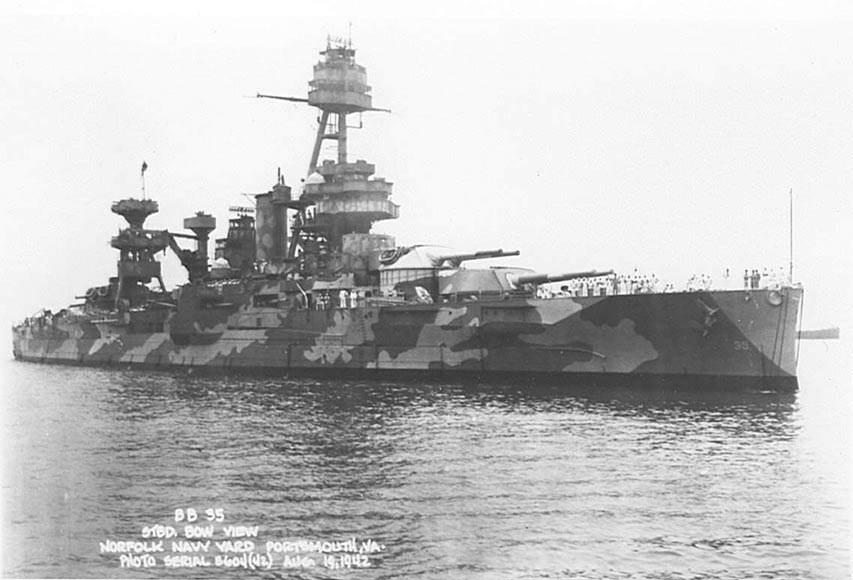 uss texas camo paint - Le USS Texas avec une peinture camouflage (19 août 1942)