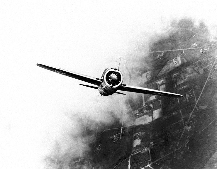 Brewster XF2A 1 fighter g03807 - Le prototype Brewster XF2A-1 pendant un vol de test entre 1938 et 1939