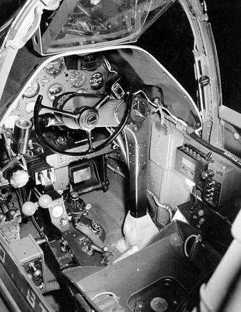 Lockheed P 38G cockpit looking in from left wing 061019 F 1234P 004 - Le cockpit du Lockheed P-38