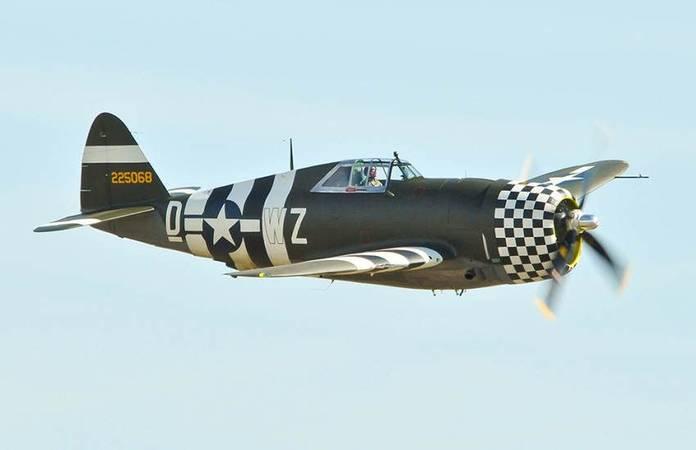Un P-47G toujours volant (42-25068), ici à Duxford en 2012