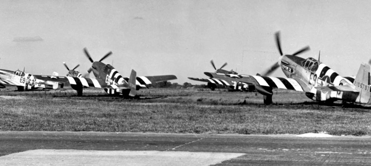 P 51 Invasion Stripes - En route pour le DDay : Des P-51 Mustang avec les bandes d'invasion
