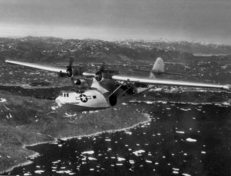 PBY 5A VPB 6(CG) over Narssarsuak Greenland 1945 - Un PBY-5A Catalina en patrouille au dessus du Groenland, vers 1945