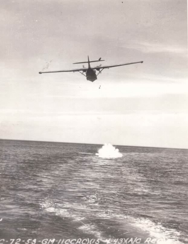 pp pby catalina - Un Catalina largue une torpille, le 15 avril 1943