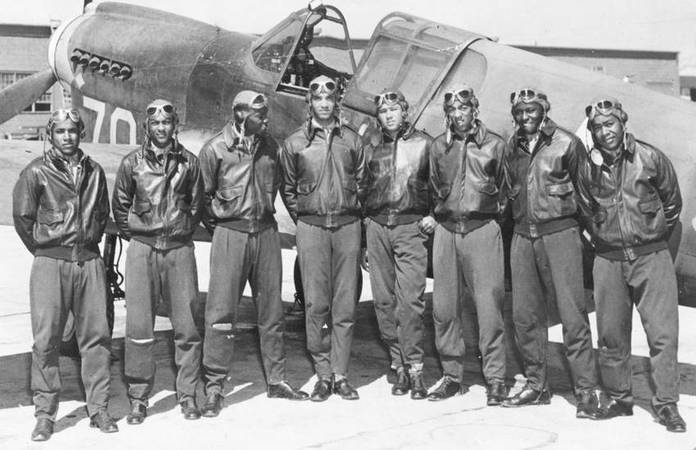 Les Tuskegee Airmen: Les 332nd Fighter et 477th Bombardment group.