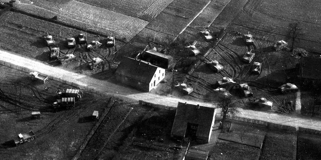 Dummy Tanks Operation Viersen - Photo aérienne de faux tanks prise lors de l'Operation Viersen en 1945 en Allemagne