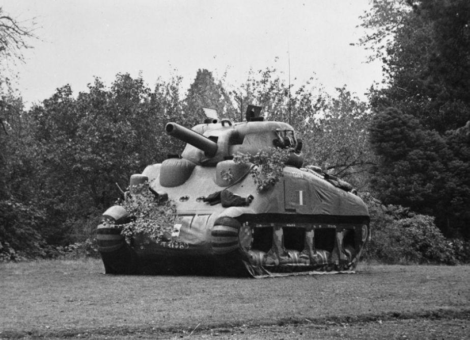 IWM HistArt inflatable tank - Un faux Sherman gonflable en Angleterre avant le DDay