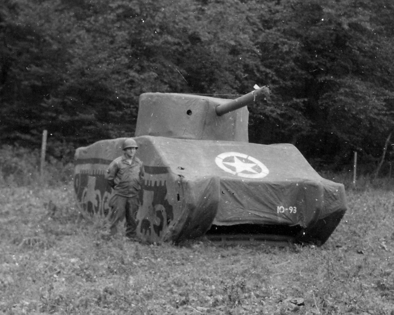 Inflatable Sherman Tank - Autre faux Sherman gonflable en Angleterre avant le DDay