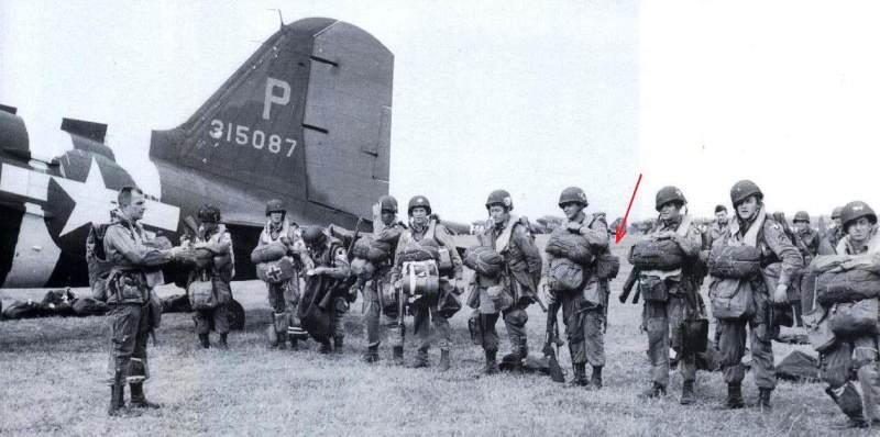 39 histo - Le M-209 est porté par ce soldat, peu avant le D-Day
